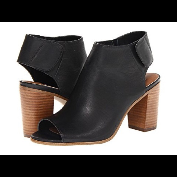 a45210ac3eb Steve Madden Nonstp Leather Peep Toe Booties. M 5a5d302b9a94558deca8b618